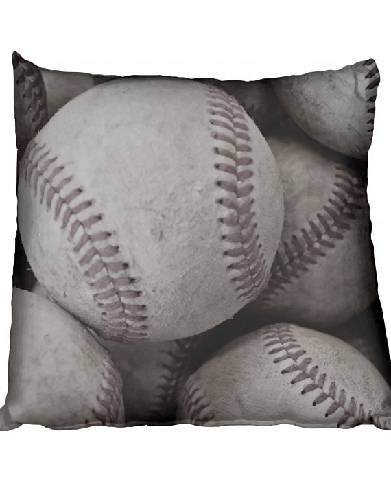 SBC002BW---Lots-of-baseball-(cushion)bnw